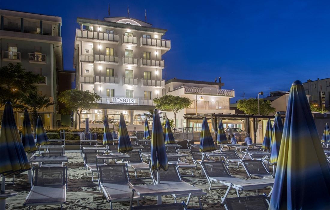 Hotel con vista sulla spiaggia | Hotel Titanus